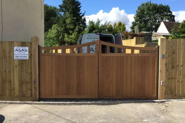 Double wooden electric gates