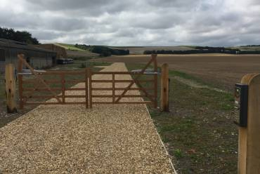 Electric 5-bar gates and entry keypad