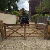 Electric five bar gates