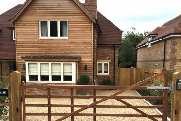 Electric wooden 5-bar gate