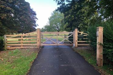 5-Bar Wooden Electric Gate