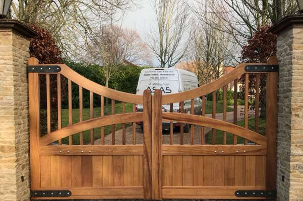 Wooden electric swing gates front