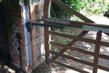 Wooden gate automation installation