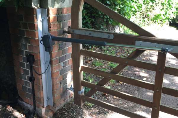 Wooden gate automation installation