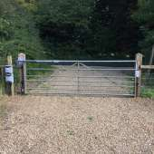Metal cattle gate
