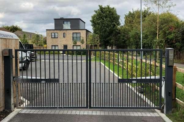 Electric metal gates installation