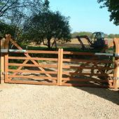 Traditional 5-bar style swing gate